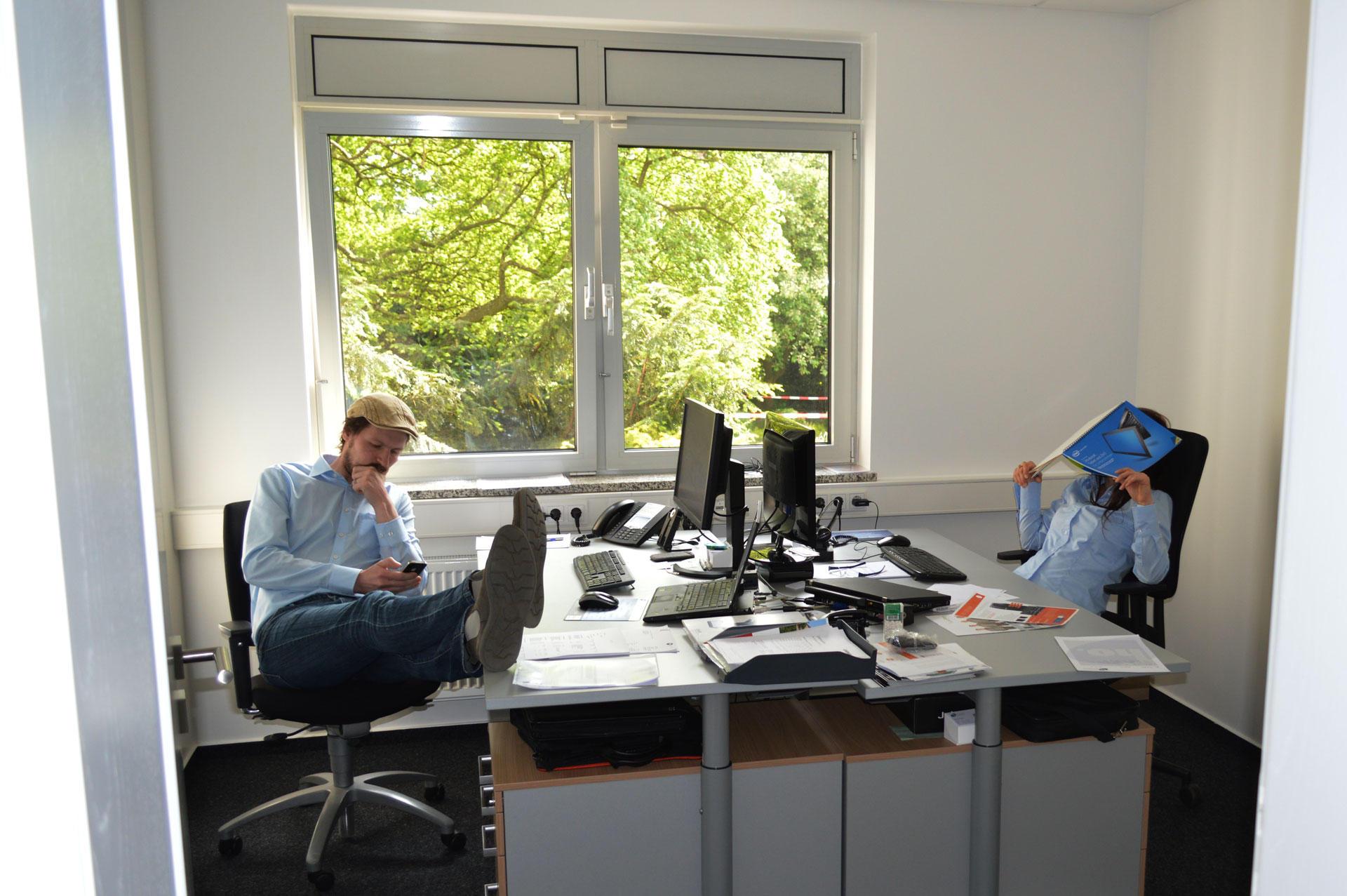 Elby und Sara bei der Arbeit